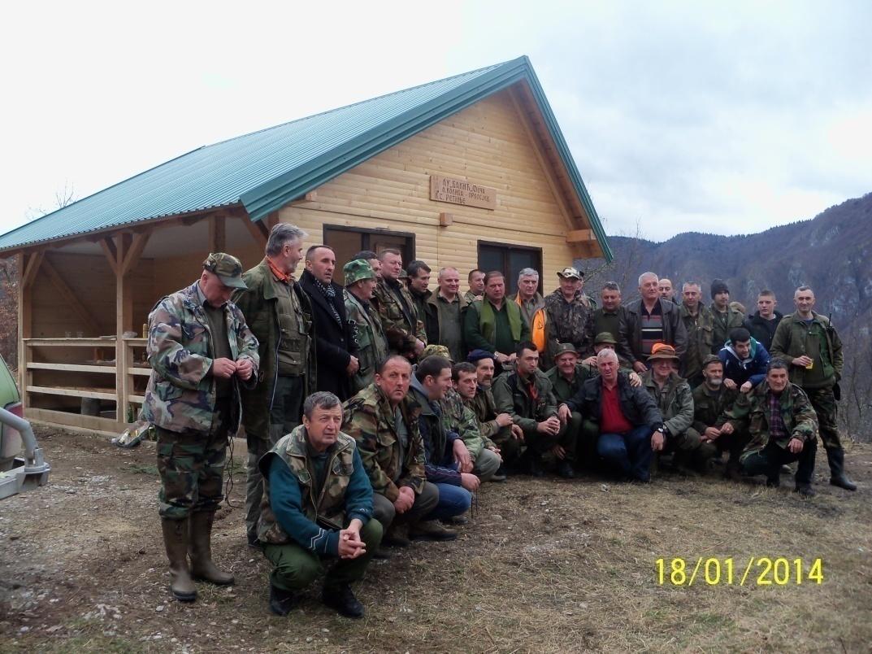 "Lovci ispred lovačke kuće ""Orlosjed"""